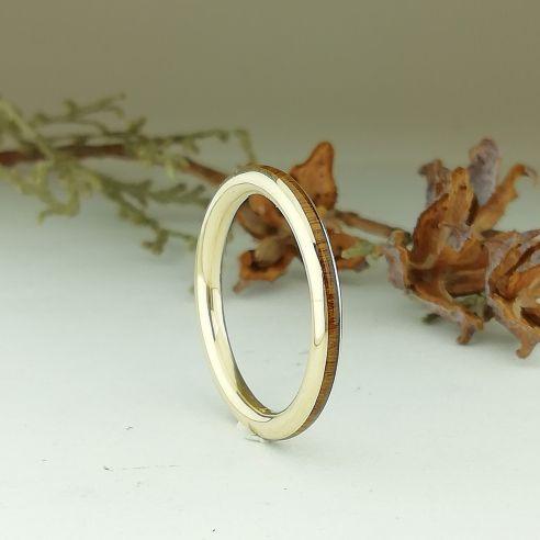 Stackable rings Yellow gold 18k ring - Lignum vitae wood 440,00€ Viademonte Jewelry