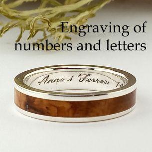 grabado de anillo con números y letras