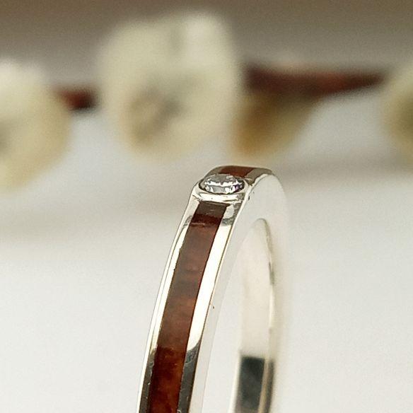 Anillos con piedras preciosas Alianza de plata, brezo y diamante 180,00€ Viademonte Jewelry