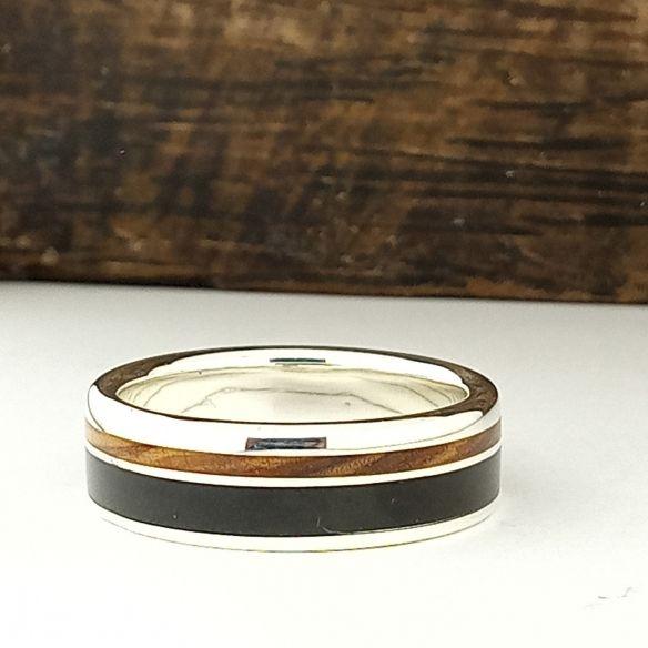 Anillos con madera y plata Alianza con madera de ebano, olivo y plata 160,00€ Viademonte Jewelry
