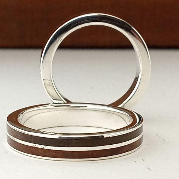 Parejas de anillos Pareja de anillos de plata con madera de cerezo y nogal 320,00€ Viademonte Jewelry