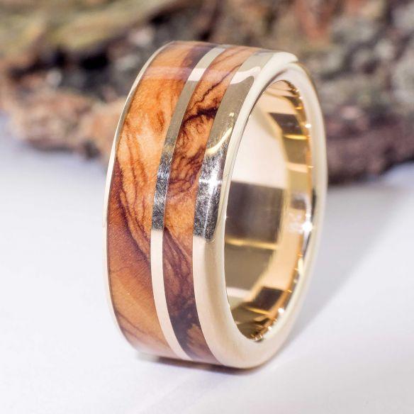 Ringe mit Holz und Gold Ehering aus 18 Karat Gold mit Olivenholz. Eheringe aus Holz Barcelona € 850.00 Viademonte Je ...