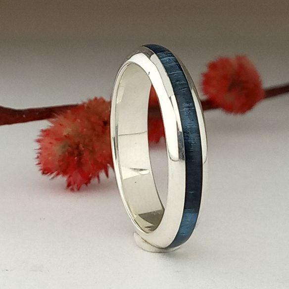 Anillos minimal Anillo de plata media caña y madera de abedul azul 130,00€ Viademonte Jewelry