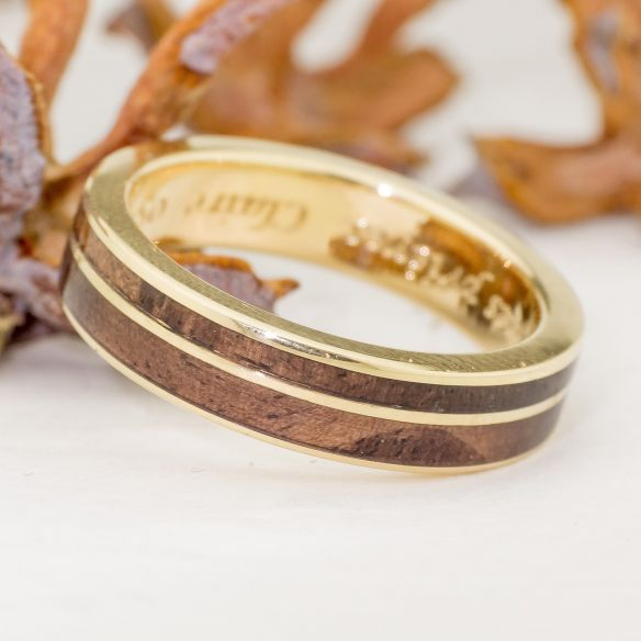 Gold wood rings Yellow gold wedding ring made with walnut wood 690,00€ Viademonte Jewelry