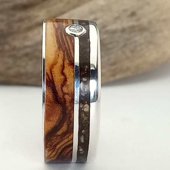 Gemstone Wooden rings Silver dust and olive wood ring - Diamond 220,00 € Viademonte Jewelry