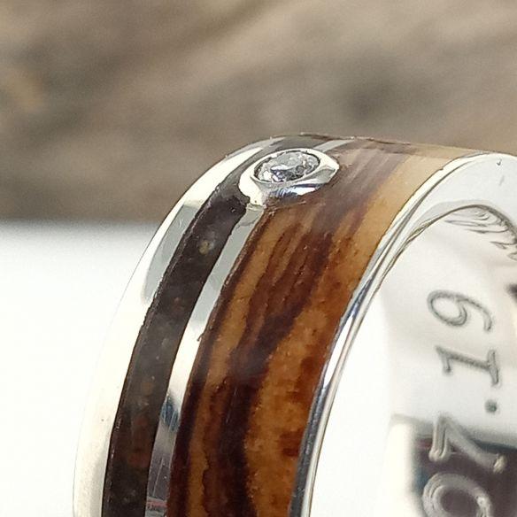 Anillos con piedras preciosas Anillo de plata con arena negra, olivo y diamante . Anillo de madera 220,00€ Viademonte Jewelry