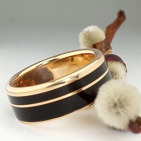 Anelli con legno e oro Anello in oro 18k e legno di ebano 850,00 € Viademonte Jewelry