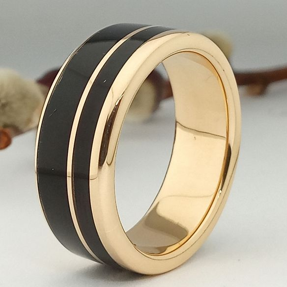 Ringe mit Holz und Gold Ring aus 18 Karat Gold und Ebenholz 850,00 € Viademonte Jewelry