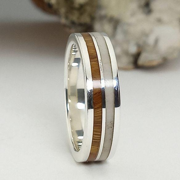 Silberner Verlobungsring mit Palo Santo Holz und Elchhorn