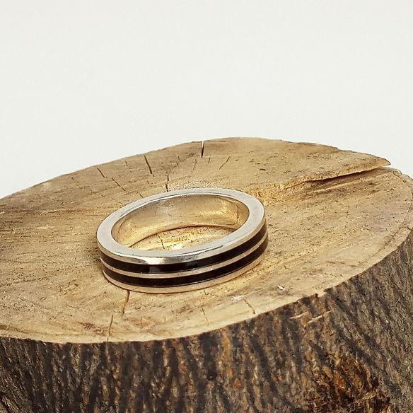 Anillos con madera y plata Original alianza de plata hecha con madera de ébano 160,00€ Viademonte Jewelry