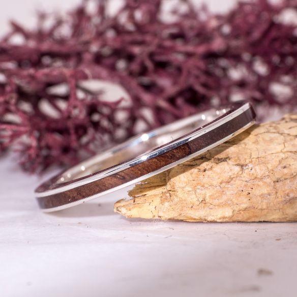 Anillos minimal Anillo fino de plata de ley con madera de nogal 120,00€ Viademonte Jewelry