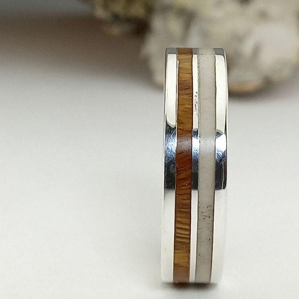 Silberner Verlobungsring mit Palo Santo Holz und Elchhorn für Frauen