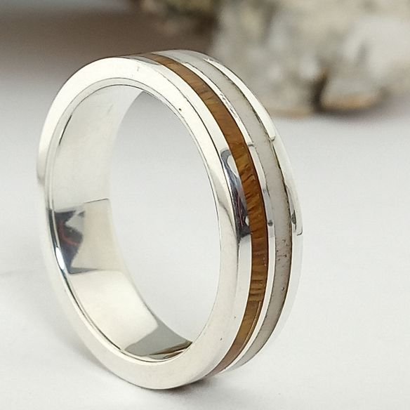 Silberner Verlobungsring mit Holz