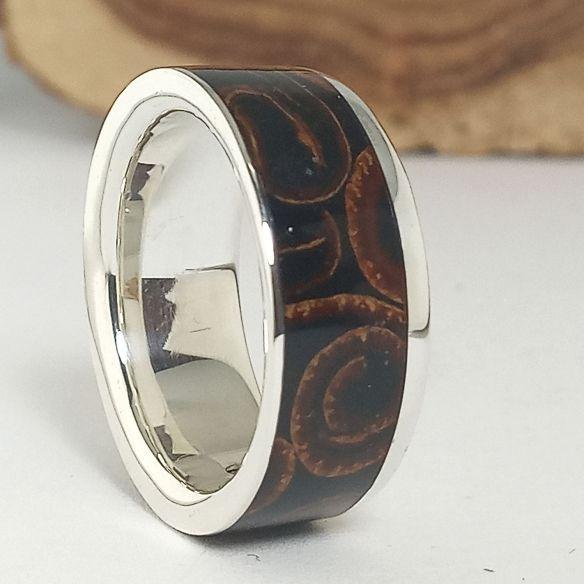 Anells amb fusta i plata Anell diferent de plata, canyella i fusta de banús 220,00 € Viademonte Jewelry
