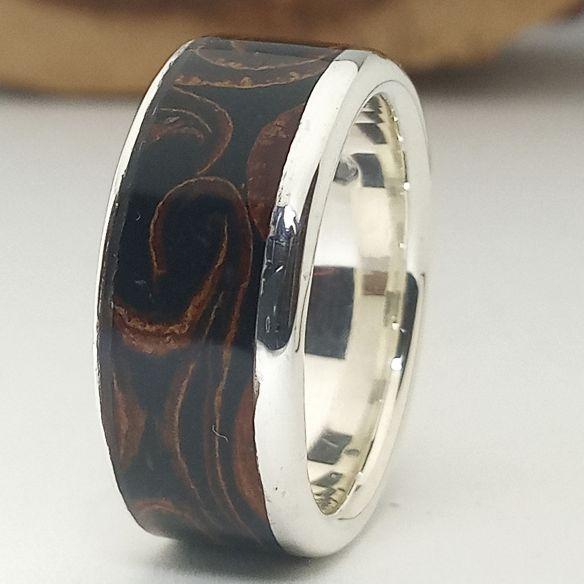 Ringe mit Holz und Silber Unterschiedlicher Ring aus Silber, Zimt und Ebenholz 220,00 € Viademonte Jewelry