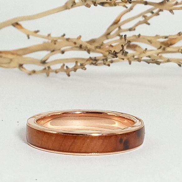 Gold wood rings Rose gold band & juniper wood 500,00€ Viademonte Jewelry