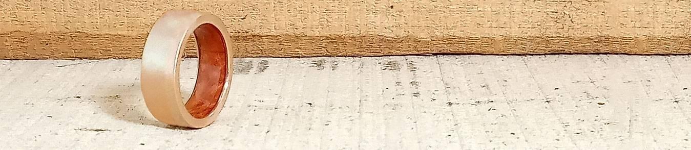 Roségold Eheringe mit Holz